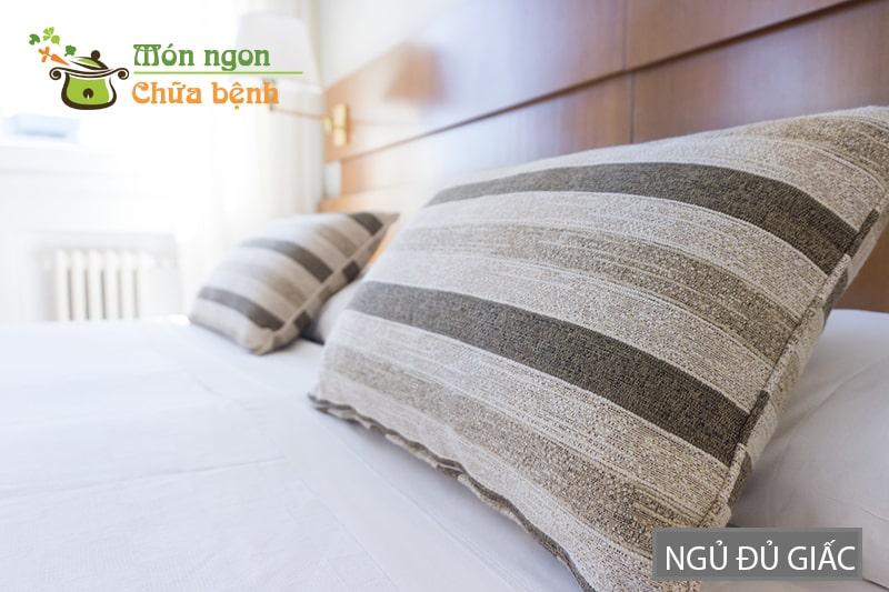 Giấc ngủ đủ sẽ giúp bạn giảm stress và kiểm soát được lượng máu lên não