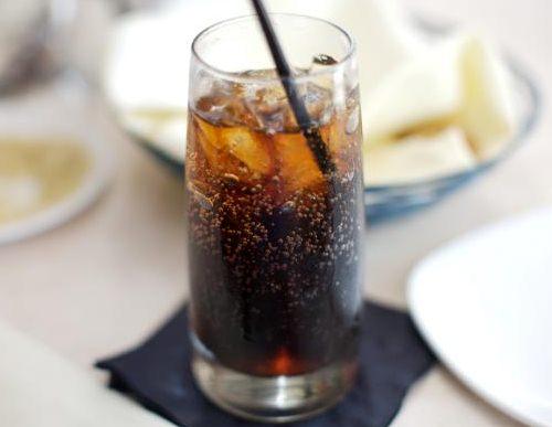 Đồ uống có ga làm tăng tốc độ lão hóa
