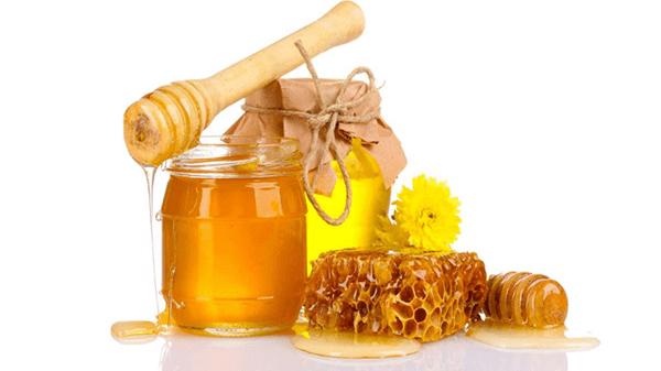 Người bị can khí uất kết không nên uống mật ong.
