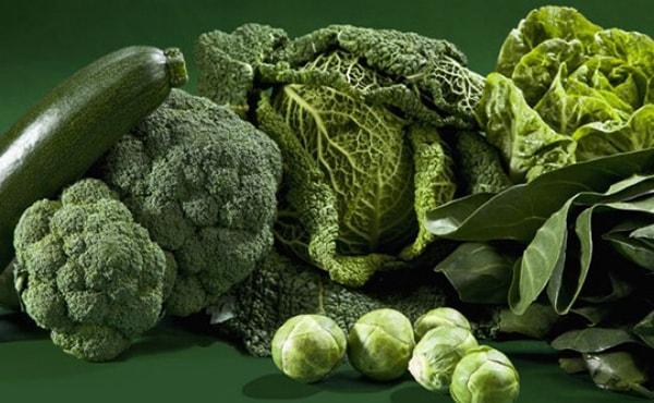các loại rau màu xanh, súp lơ xanh, bắp cải, xà lách