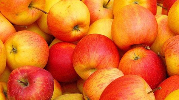 Người bị đau dạ dày nên ăn táo
