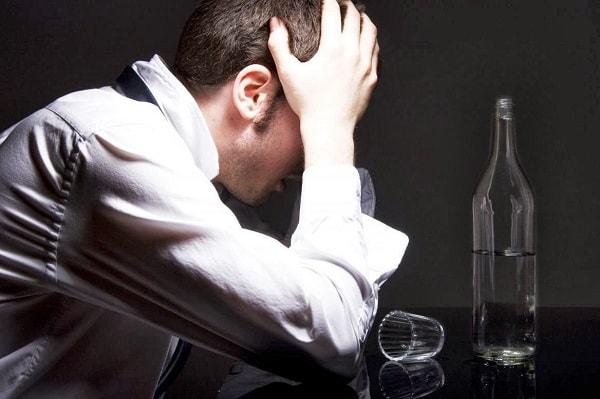 Vì sao người có bệnh lý tâm thần thường nghiện bia rượu ? 1