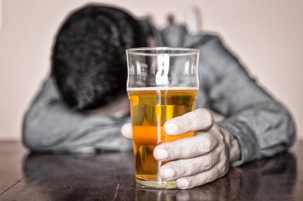 Vì sao người có bệnh lý tâm thần thường nghiện bia rượu ? 2