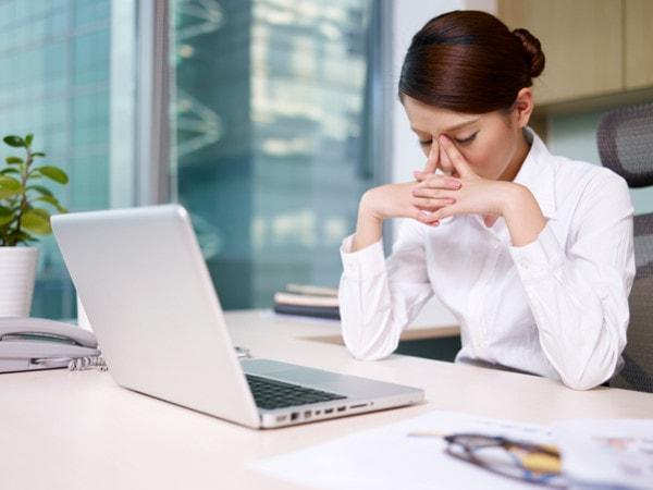 cách chống mỏi mắt khi ngồi máy tính