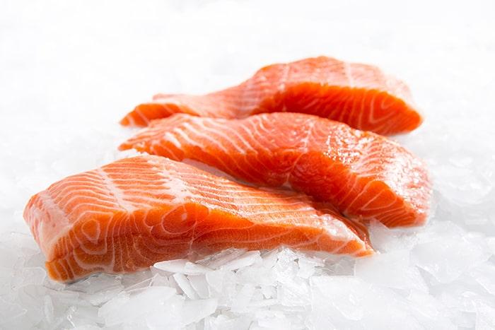 Cá hồi có nhiều Omega3 giúp giảm lượng mỡ trong gan