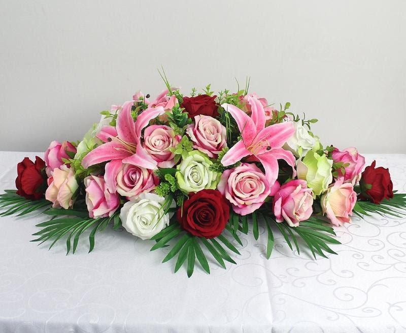 Hoa hồng thường được kết hợp với những loại hoa khác làm hoa hội nghị