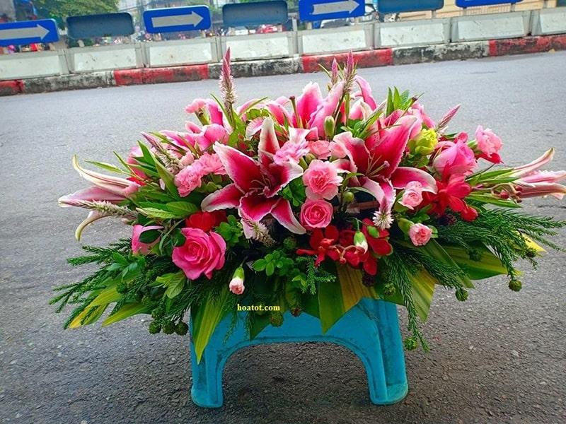 Một trong những mẫu hoa thường được đặt ở bàn hội nghị tại các sự kiện cấp cao đó chính là hoa ly