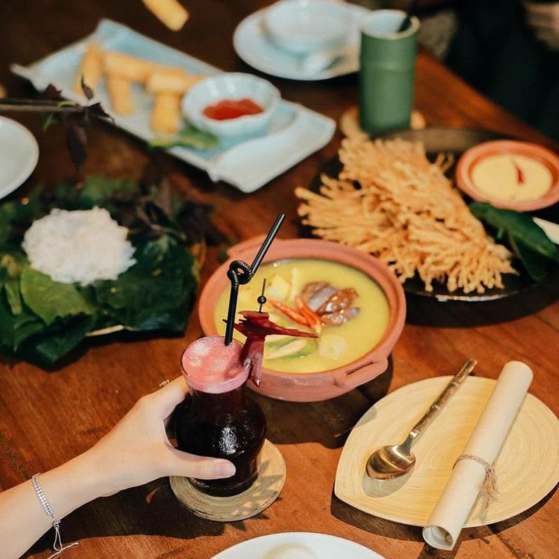 Veggie Castle là một nhà hàng buffet thuần chay với các món ăn mang phong vị truyền thống của người Việt